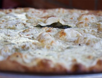 Pizza with white sauce